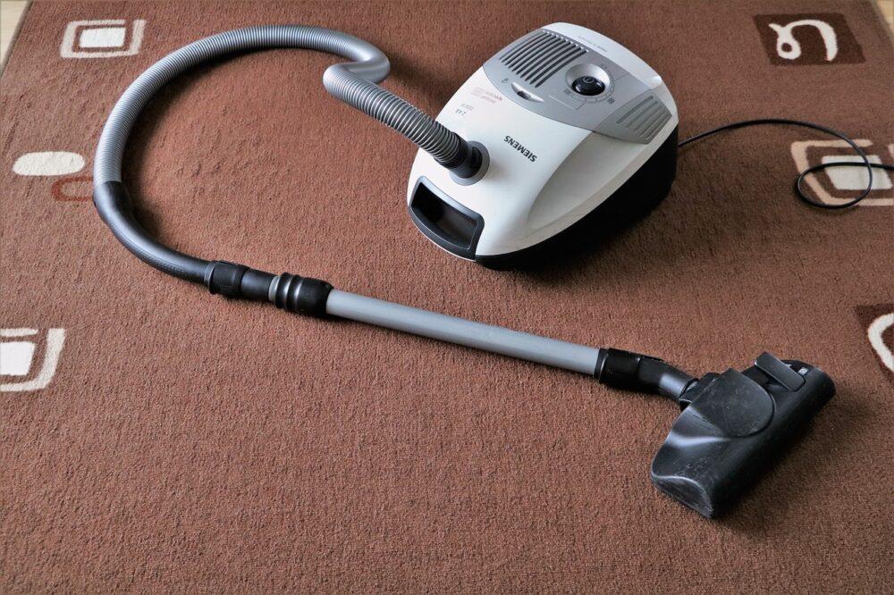 vacuum cleaner, suck, carpet